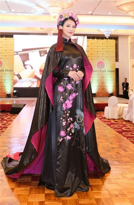 Phương Khánh diện áo dài hơn nửa tỉ chấm thi trang phục dân tộc tại Miss Earth 2019 1