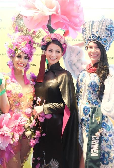 Phương Khánh diện áo dài hơn nửa tỉ chấm thi trang phục dân tộc tại Miss Earth 2019 3