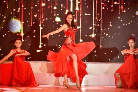 Vợ chồng Khánh Thi khiêu vũ đắm đuối trên sân khấu 4