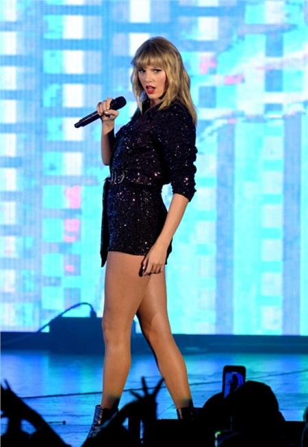 Hình ảnh mới nhất của Taylor Swif trên sân khấu.