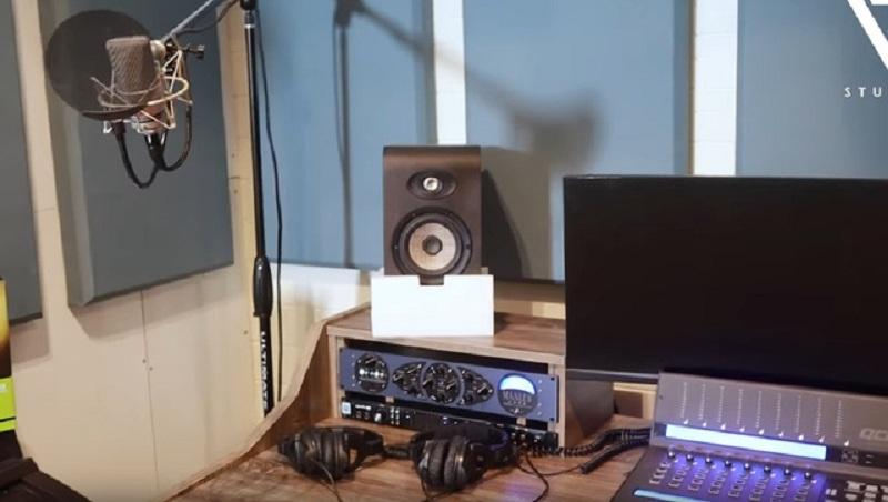 ViruSs khoe phòng stream 'triệu đô' với chiếc PC trông như phi thuyền không gian 4