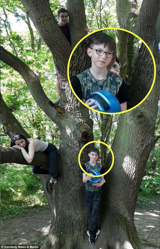 Xem lại ảnh dã ngoại của gia đình, người mẹ hoảng hồn phát hiện bóng dáng xa lạ đứng phía sau lưng con trai 0