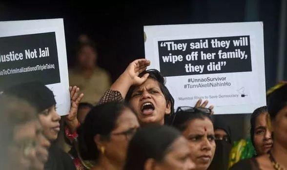 Người dân Ấn Độ liên tục biểu tình đòi công bằng cho các nạn nhân trong án cưỡng hiếp.