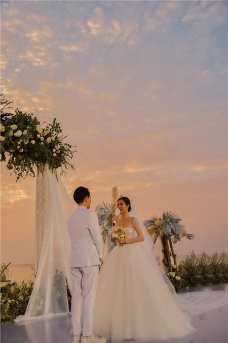 Đám cưới thế kỷ của Đông Nhi - Ông Cao Thắng 'gây bão' mạng xã hội Việtđã chính thức diễn ra vào chiều tối hôm qua (9/11).