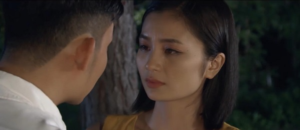 Khang tỏ tình với 'chị đẹp' San trong không gian thơ mộng, hữu tình.