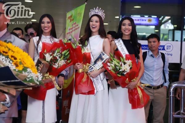 Fan xếp hàng dài đón Top 3 HHHVVN tại sân bay, Khánh Vân bật khóc vì hạnh phúc 0