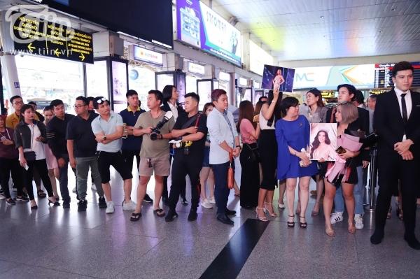 Fan xếp hàng dài đón Top 3 HHHVVN tại sân bay, Khánh Vân bật khóc vì hạnh phúc 3