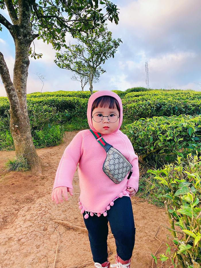 'Cưng xỉu' trước loạt biểu cảm phụng phịu siêu dễ thương của bé gái 2 tuổi tại Đà Lạt 3