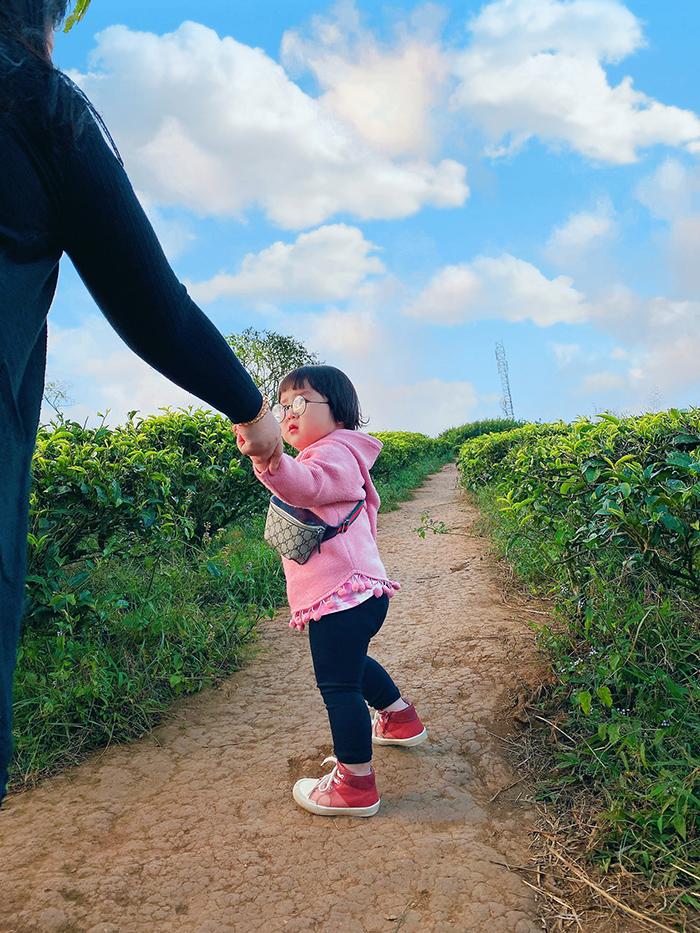 'Cưng xỉu' trước loạt biểu cảm phụng phịu siêu dễ thương của bé gái 2 tuổi tại Đà Lạt 7