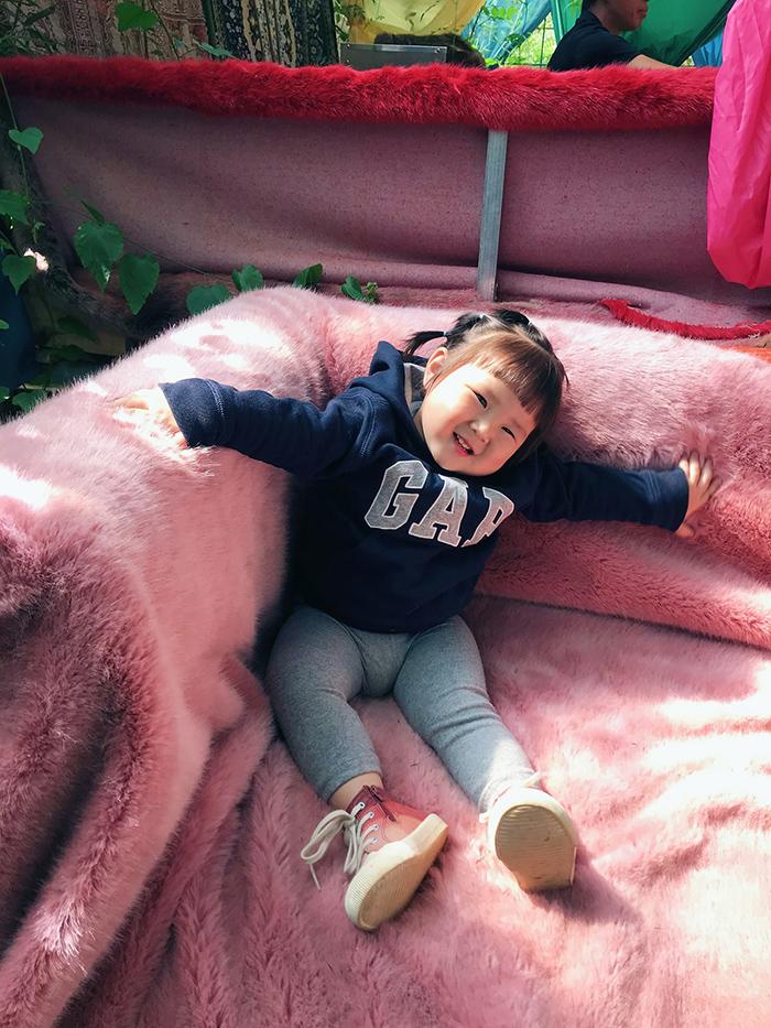 'Cưng xỉu' trước loạt biểu cảm phụng phịu siêu dễ thương của bé gái 2 tuổi tại Đà Lạt 11