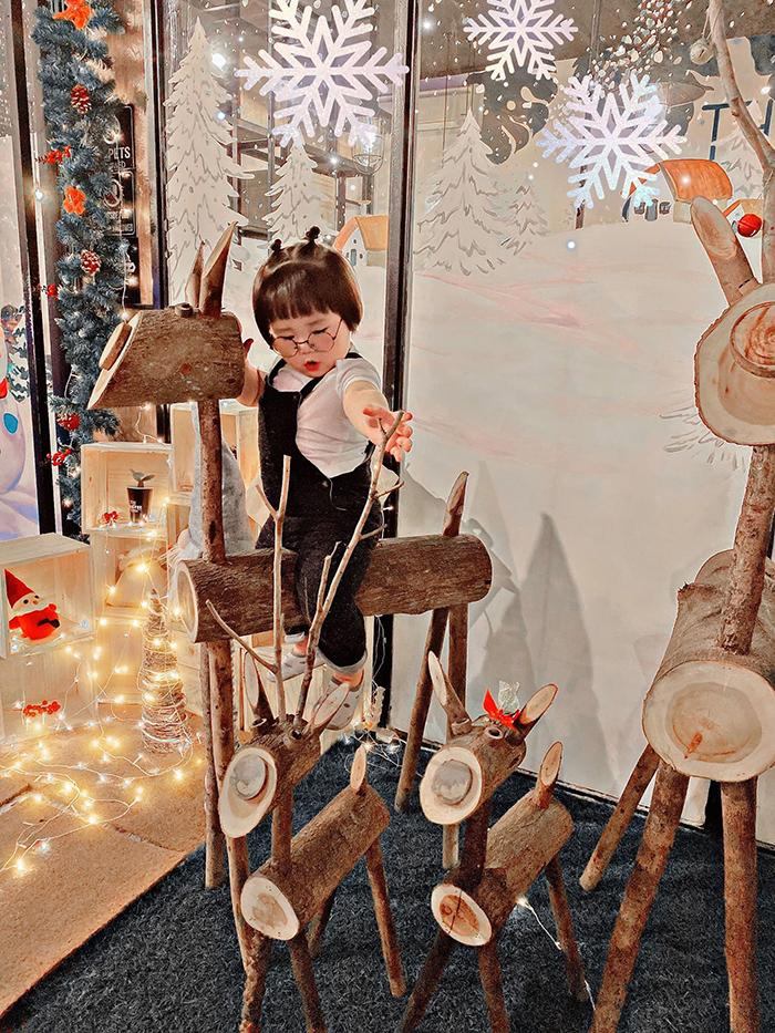 'Cưng xỉu' trước loạt biểu cảm phụng phịu siêu dễ thương của bé gái 2 tuổi tại Đà Lạt 12