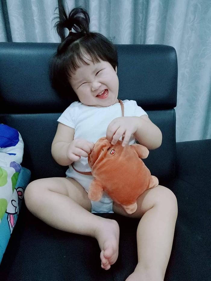 'Cưng xỉu' trước loạt biểu cảm phụng phịu siêu dễ thương của bé gái 2 tuổi tại Đà Lạt 15
