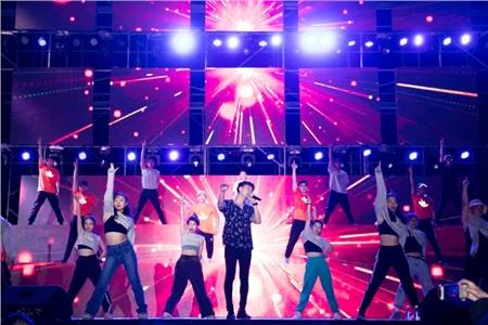 BB Trần bất ngờ xuất hiện trong buổi tổng duyệt liveshow Ngô Kiến Huy 3