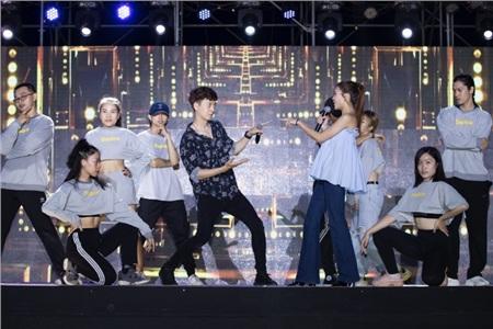 BB Trần bất ngờ xuất hiện trong buổi tổng duyệt liveshow Ngô Kiến Huy 6