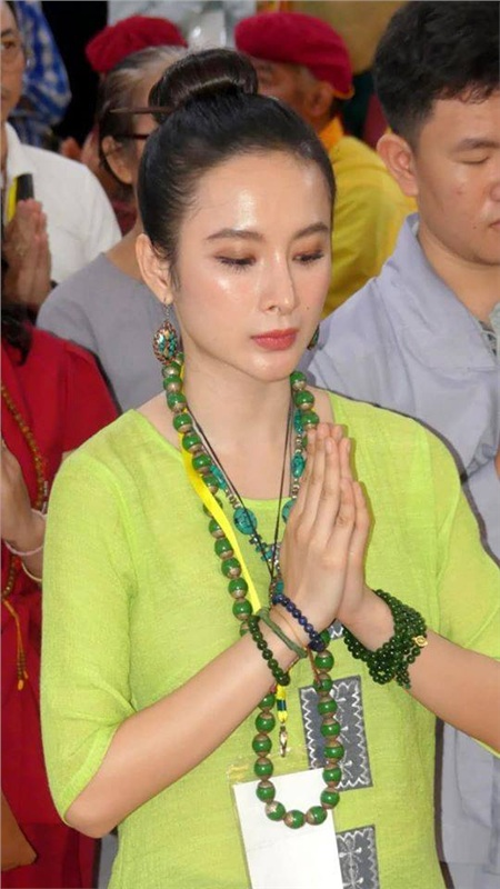 Loạt sao Việt khoác áo nâu, quy y cửa Phật 1