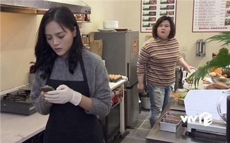 Hình ảnh chị Huệ đeo tạp dề nấu ăn trong căn bếp nhỏ đã quá quen thuộc đối với những người hâm mộ bộ phim quốc dân Về Nhà Đi Con.