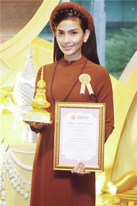 Năm 2019, cô được vinh danh giải thưởng 'Người con của Đức Phật'