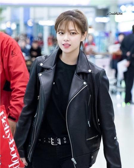 Gu thời trang khác biệt của hai quý cô tuổi Tý nhà TWICE: Sana ngọt ngào, Jungyeon chuẩn 'ngự tỷ' 12