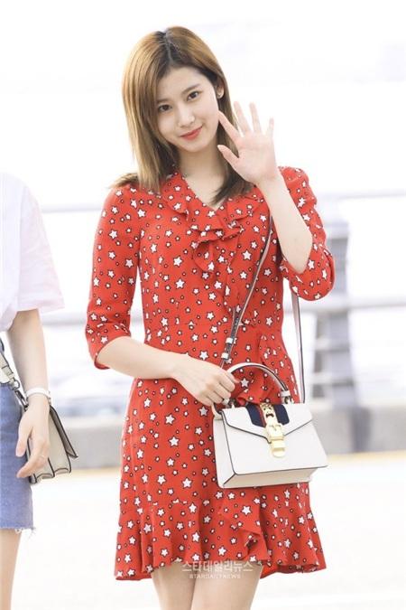 Gu thời trang khác biệt của hai quý cô tuổi Tý nhà TWICE: Sana ngọt ngào, Jungyeon chuẩn 'ngự tỷ' 4