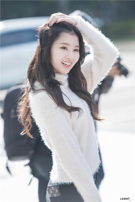Gu thời trang khác biệt của hai quý cô tuổi Tý nhà TWICE: Sana ngọt ngào, Jungyeon chuẩn 'ngự tỷ' 3