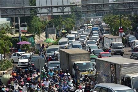 Tình trạng ùn tắc nghiêm trọng trên các tuyến đường chính trong những ngày Tết cận kề (ảnhZing.vn)