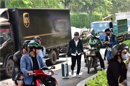 Số lượng xe ôm công nghệ cũng tăng đột biến trong những ngày này để phục vụ nhu cầu di chuyển ra bến xe của khách (ẢnhZing.vn)
