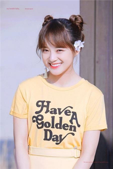 Không phải ngẫu nhiên mà Sejeong lại được đặt biệt danh 'tiểu Kim Taeyeon'. Ngoài giọng hát cao vút, ấm áp đi vào lòng người, nữ thần tượng sinh năm 1996 còn có một gương mặt baby đúng nghĩa.