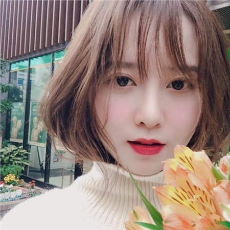 Ngoài Shin Min Ah, một thành viên của hội 'tuổi Tý' có gương mặt đáng yêu, trẻ con hết nấc là Goo Hye Sun. Diễn xuất của nàng Cỏ có thể gây tranh cãi, đời tư có thể có nhiều lùm xùm vì các phát ngôn vạ miệng, nhưng chẳng ai có thể phủ nhận một sự thật: dường như Goo Hye Sun đã bị vị thần thời gian bỏ quên.