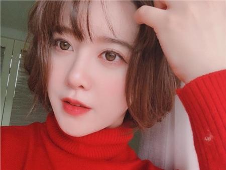 Qua bao năm, cô nàng vẫn cứ trẻ hoài, trẻ mãi. Chẳng ai có thể tin tưởng được Goo Hye Sun của hiện tại đã thuộc về hội U40 cũng chính vì nhan sắc của cô nàng.