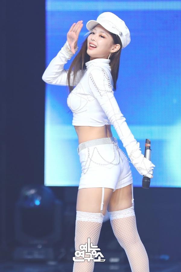 Bất kể là đồ xấu hay đồ đẹp, Jennie đều toát lên một khí chất riêng mà chỉ riêng cô nàng mới mang lại.