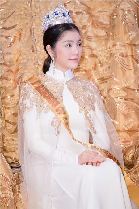 Lý Nhã Kỳ trong lễ sắc phong 'công chúa châu Á'