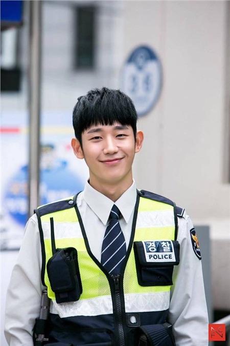 Jung Hae In - chàng trai có nụ cười tỏa sáng nhất Hàn Quốc, ngày càng thành công nhưng 3 phim gần đây chỉ có 1 kiểu nhân vật 11