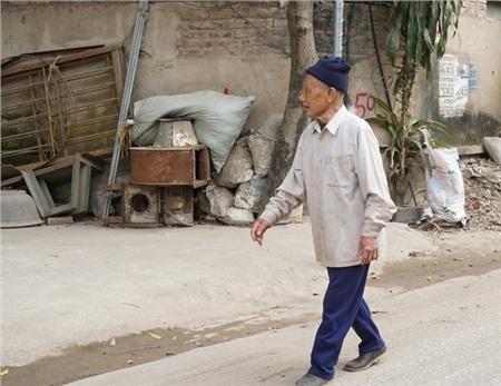 Tập thể dục, đi bộ hàng ngày là bí quyết của những cụ già ở 'làng trường thọ'.