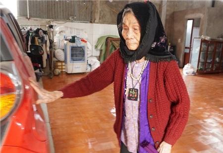 Cụ Nguyễn Thị Nghệ vẫn minh mẫn và luôn tập thể dục mỗi ngày dù 100 tuổi.