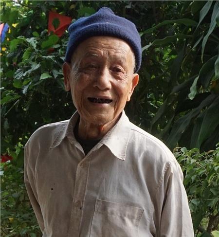 Sống đơn giản, thanh thản và vui tươi là bí quyết của các cụ cao niên.