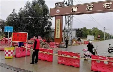 Thủ tướng TQ cấp tốc đến Vũ Hán, dân tỉnh ngoài đào đường, lập rào chắn cấm người Hồ Bắc đi vào 0