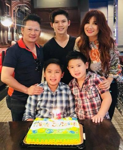 Ca sĩ Bằng Kiều và vợ cũ - Trizzie Phương Trinh cùng các con.