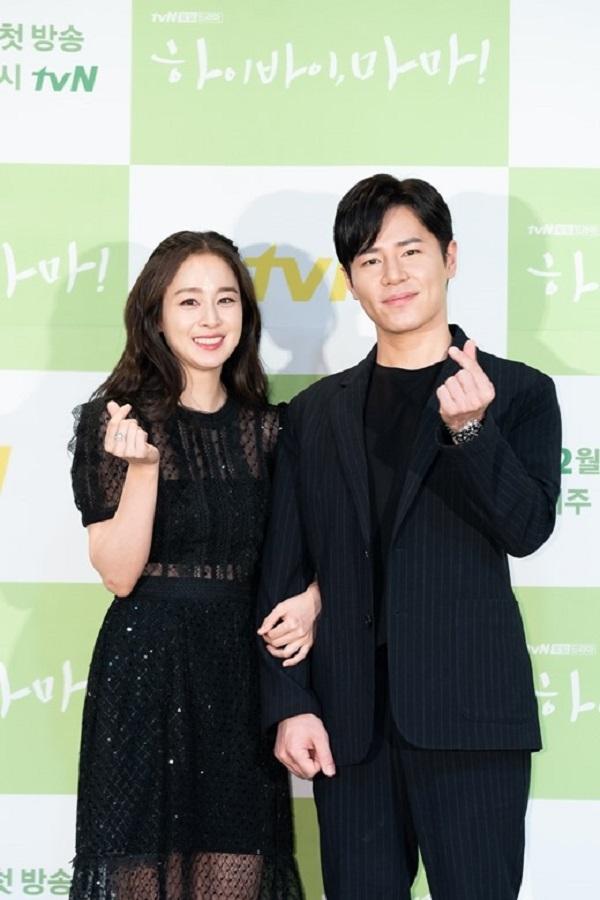 Nam diễn viên Lee Kyu Hyung trong vai Jo Kang Hwa - một bác sĩ phẫu thuật lồng ngực, người phải vật lộn với nỗi đau mất vợ.