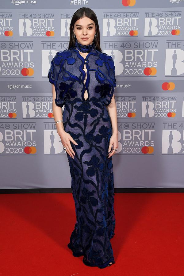 Hailee Steinfeld đẹp xuất sắc trong bộ cánh màu xanh dương.