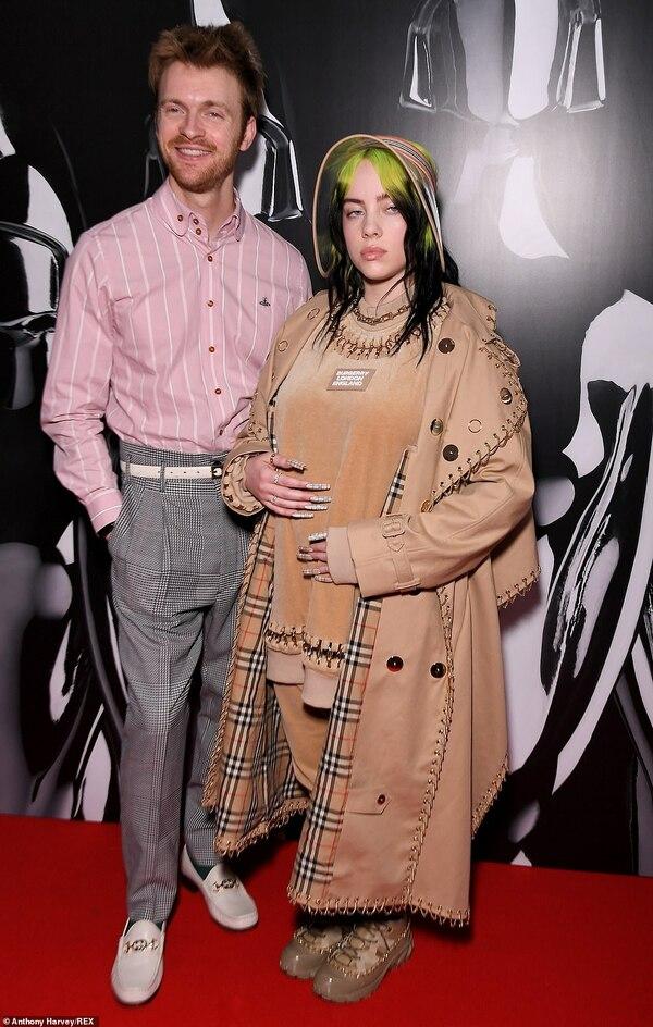 Anh trai của Billie, Finneas cũng có mặt tại BRIT Awards. Nhà sản xuất âm nhạc sinh năm 1997 diện trang phục của Gucci.