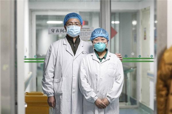 Cặp đôi Yang Zhifeng và Zhou Xia luôn cố gắng làm yên lòng nhau để cả hai yên tâm công tác.