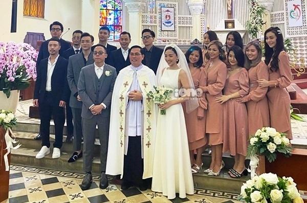Đám cưới của Hoàng Touliver và Tóc Tiên được tổ chức tại nhà thờ