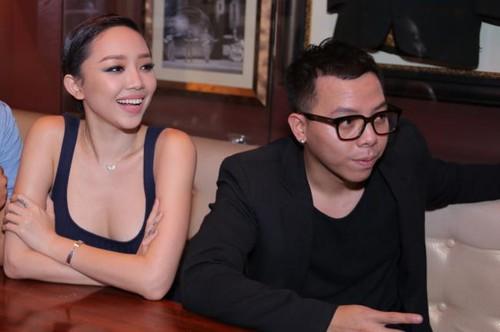 Hoàng Touliver và Tóc Tiên bén duyên từ chương trình The Remix, cả hai yêu nhau đã 4 năm nhưng chỉ mới công khai mối quan hệ gần đây.