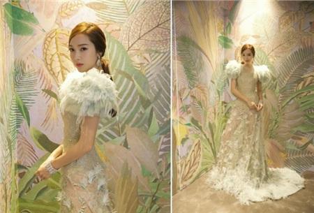 Jessica quá đỉnh khi mặc Haute Couture đi ăn tiệc