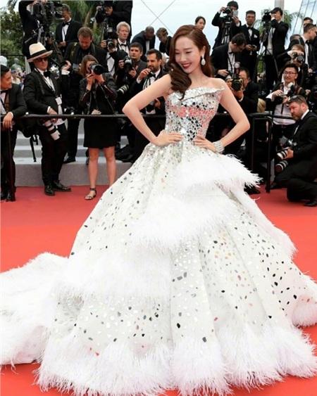 Hai idol duy nhất được mặc đồ Haute Couture: Jennie xuất sắc đấy nhưng sao bằng cô 'công chúa' này 4