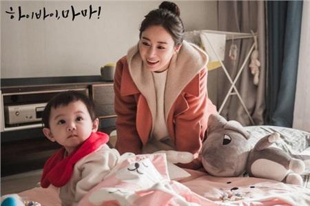 Khán giả đã chiêm ngưỡng bộ outfit màu hồng huyền thoại của nhân vật Cha Yoo Ri qua teaser, trailer từ trước khi phim phát sóng.