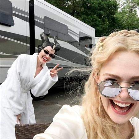 Đây cũng là chiếc kính yêu thích của Angelina jolie