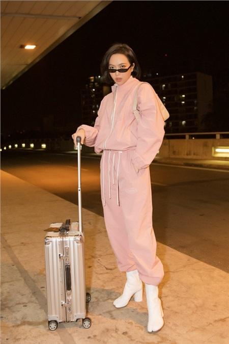 Diệu Nhi khoe phong cách thời thượng tại sân bay, 'đụng hàng' với Angelina Jolie, Kendall Jenner 6