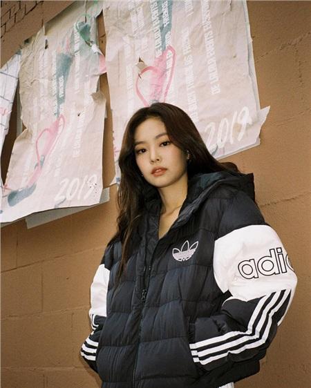 Thần thái sang chảnh vạn người mê của Jennie