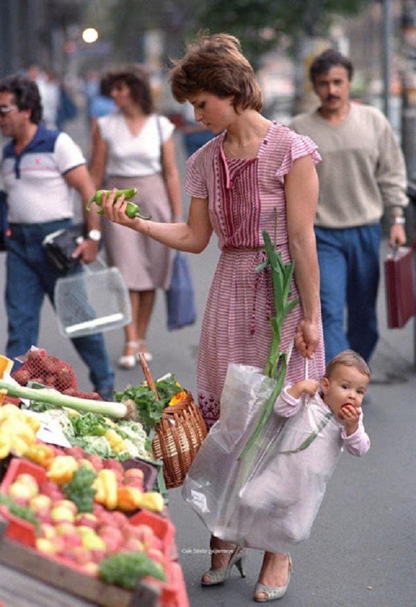 Người mẹ có ngoại hình trông hệt như Công nương Diana.